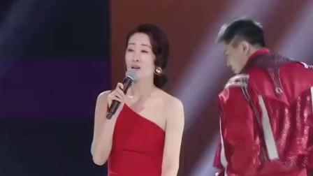 刘敏涛表情管理太好笑,唱歌跑调抛媚眼