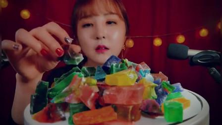韩国美女吃播吃五颜六色法国糖果,据说是世界上最好吃的糖!