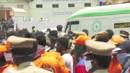 印度致命毒气泄漏,愤怒的抗议者闯入一家化工厂,要求它立刻关闭