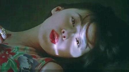 一部日本伦理电影,无知少女在金钱的诱惑下,很快迷失了自己