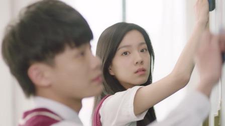 《我的刺猬女孩》吴景昊帮韩菲擦黑板全班起哄,满满的青春甜蜜
