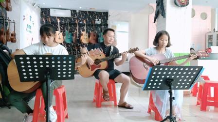 《友谊地久天长》刘思琦,黄卓霖同学学习吉他弹唱视频