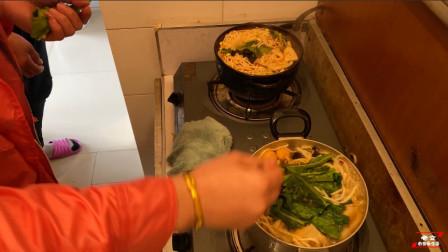 晋北特色美食,砂锅土豆粉,配上火锅底料,真香