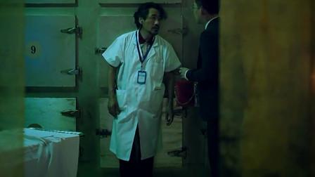 停尸间大夫搞错人,把活人装进了冰柜,还拒绝家属确认