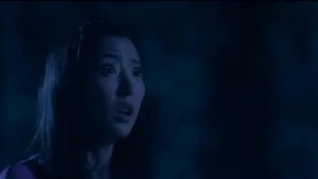 美女半夜出门到井口,发现冒着光和烟雾,看着一个个僵尸爬出