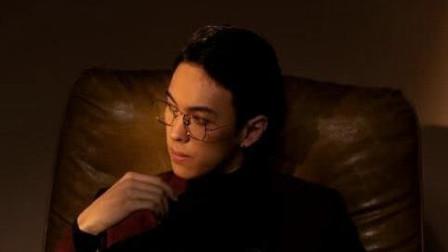 李玲玉混血儿子 戴金属框眼镜五官深邃精致贵气