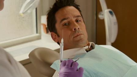 牙医想要套取男子,见男子不配合,用出武器让他说实话