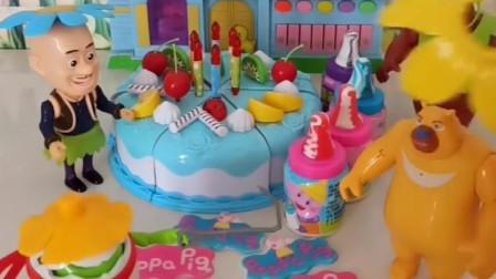 熊二就想吃光头强的蛋糕,蛋壳侠送来了糖果,熊二终于有个熊样了!
