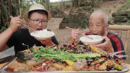 """重庆名菜""""万州烤鱼""""的家常做法,香辣过瘾,越吃越香,真解馋"""