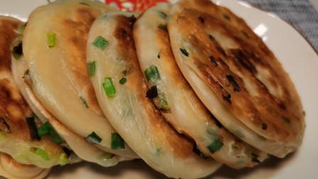不用油酥的葱香饼,外表酥脆,里面柔软多层,出锅那一刻太香了