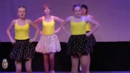 俄罗斯妹子舞美人更美,最喜欢这几条波点裙