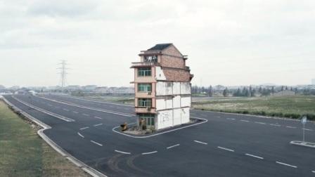"""中国最牛""""钉子户"""",给80亿也不拆,开发商进屋一看:这谁敢动?"""