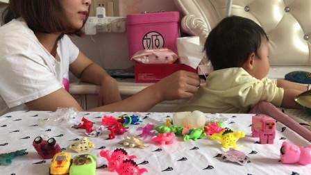 糖果奇趣蛋 恐龙大军队奇趣蛋玩具视频