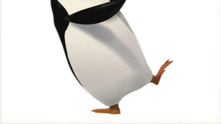 搞笑动物企鹅一本正经的走在路上,突然听到惨