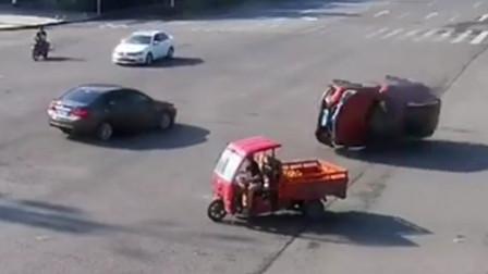 小车路口处未让行 遭另一辆小车撞翻还负全责