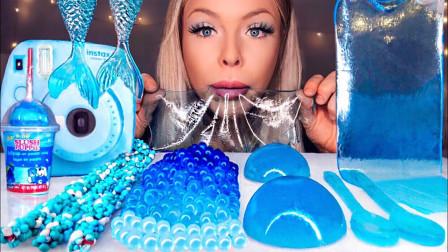 梦幻的蓝色甜点晶莹剔透,美人鱼尾、果冻球、爆爆珠,就像到了海底水晶宫