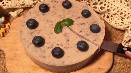宅女分享蓝莓慕斯蛋糕的做法,简单又好吃,成本超便宜