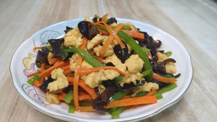 青椒木耳炒鸡蛋的做法,味道鲜香可口,家常做法怎么吃都吃不腻