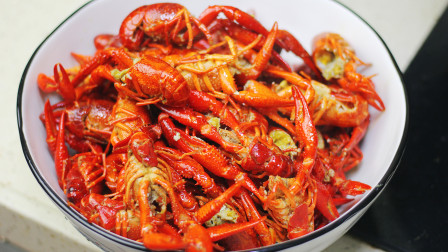 火遍朋友圈的小龙虾怎么做?教你家常的做法,一次3斤都不够吃