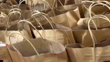舍不得吃!#消防员收到96盒冰激凌外卖,订单上还留下#暖心 备注…… #南京 #致敬最可爱的人 #消防员