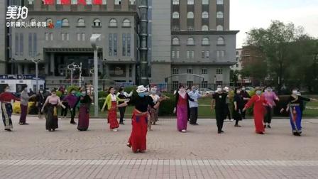 新疆天山韵锅庄舞团卓嘎的视频 卫星广场跳锅庄舞(我的家乡)