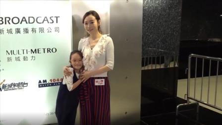 杨思琦携爱女同台活动 感谢母亲节老公送蛋糕