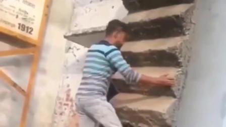 这楼梯的设计师,你出来一下,我保证不打你