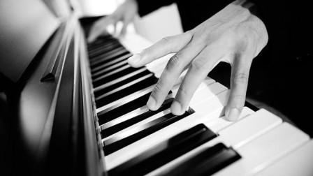钢琴弹奏《点歌的人》送给在生活中负重前行的后浪们-海来阿木
