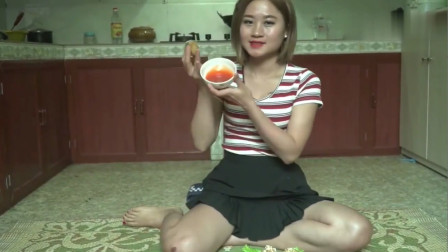 农村美女烹饪乡村美食,今天做了道油炸肉丸,膝盖上的疤是怎么回事