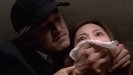 韩国犯罪片《一路惊惶》夫妻旅游遇到一个怪大叔,就想坐他们的顺风车