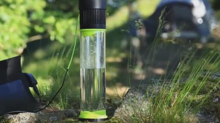 老外发明黑科技水杯,出门带个空水杯,放一会直接装满水!