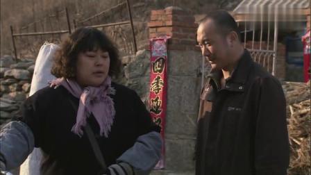 胖婶大街上卖糖葫芦,发现竞争对手没出摊,接下来的举动太暖心!