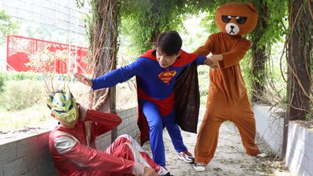 奥特曼真人版:超人老师帮小天纠正口吃,结果最后超人老师遭殃了