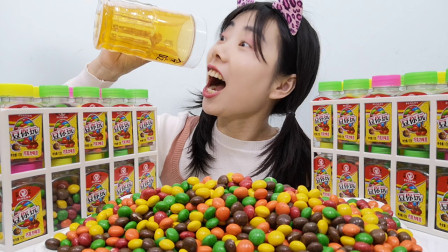 """美食开箱:妹子吃""""豆你玩""""巧克力豆,七彩溜圆脆皮香,甜滑脆"""