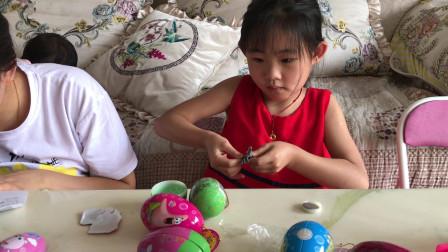 奥特曼奇趣蛋玩具 小玲姐姐妹妹拆奇趣蛋