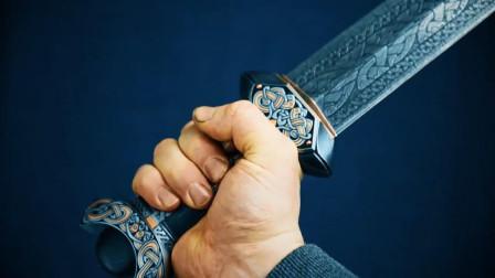 锻造艺术巅峰之作!瑞典名匠锻造大马士革维京剑