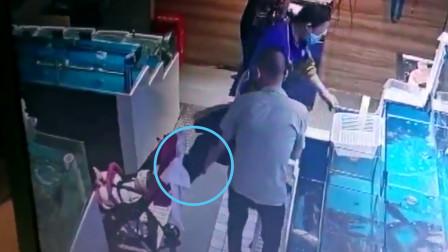 女子超市购物时把手机放在婴儿车网兜里 回家后却发现不见了