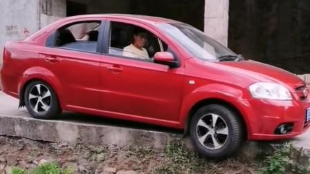 老司机亲传,汽车趴窝脱困诀窍,学会总有一天能用到