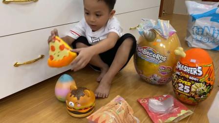 萌宝玩具故事:好期待!小正太收到了哪些礼物这么开心?