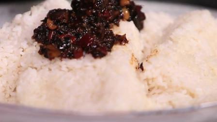 大胃王mini用5罐牛肉酱拌饭,两斤米饭轻松下肚!
