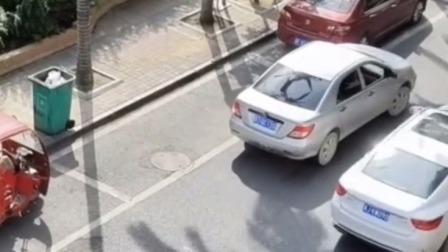 这个男司机停车太费劲了,建议开除