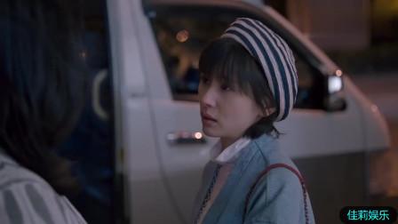 王柏川扔下樊父离开,樊姐看着心里痛苦不已,赶紧给小曲打电话