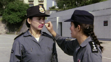 吴君如就是来报仇的,好好的大美人,愣是被她画成了丑八怪
