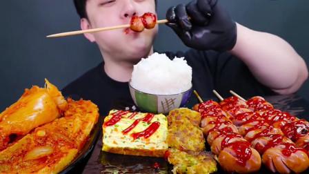 美食吃播香肠、蔬菜鸡蛋卷、吃的津津有味,让人垂涎欲滴
