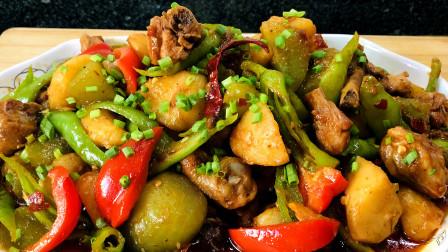 值得你学习的硬菜!乡村版柴火鸡、肉质鲜嫩、配酒还下饭赶紧收藏!土豆烧鸡、鸡肉怎么做好吃、制作简单一看就会!