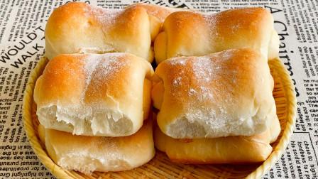 奶香果酱面包,教你在家做,简单一擀一卷,一出锅连吃3个,真香