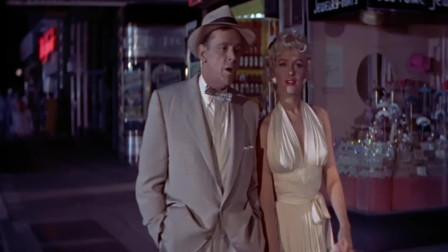 玛丽莲梦露的性感镜头,站在地铁通风口,裙子被高高吹起!