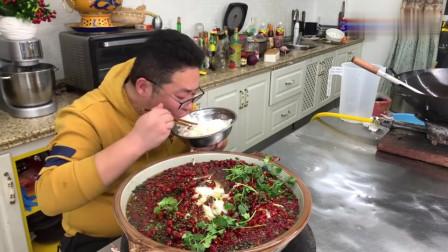 """东北农村小伙今天做了一道四川名菜""""沸腾鱼"""",麻辣鲜香,柔嫩爽口"""