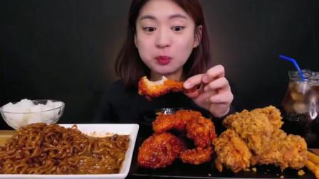 美食吃播炸鸡腿,甜辣酱鸡腿,炸酱面~吃的津津有味,让人垂涎欲滴
