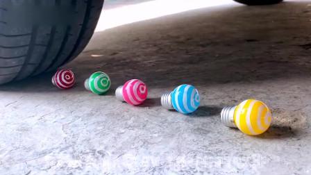 减压实验;汽车vs彩虹蛋糕外国牛人用车轮碾压松脆柔软的东西!